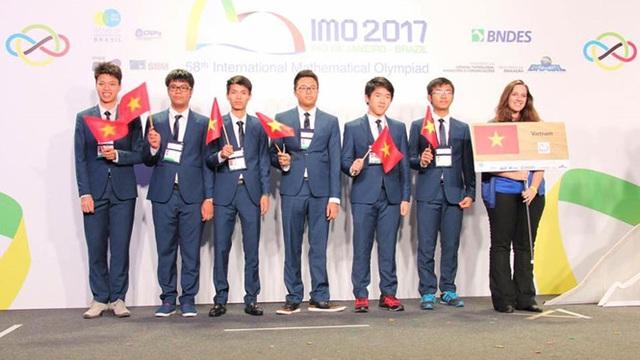 Đoàn học sinh Việt Nam dự thi Olympic toán học quốc tế năm 2017
