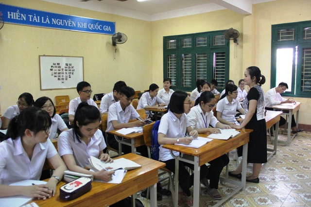 Học sinh trường THPT Chuyên Lê Qúy Đôn đang được giáo viên ôn tập, củng cố kiến thức trước kỳ thi