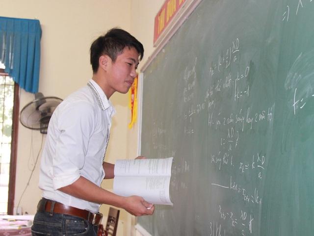 Với hai môn thi tổ hợp đòi hỏi thí sinh phải có kiến thức bao quát, lượng kiến thức ôn tập cũng lớn hơn các năm khác.
