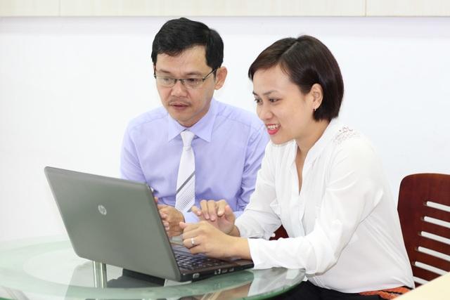 Ông Dương Trọng Phú Sơn đang trả lời mọi thắc mắc của các độc giả Dân Trí.