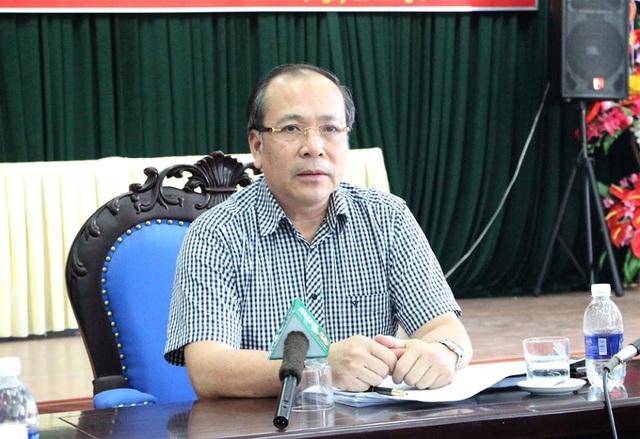 Ông Trần Quang Khánh, Giám đốc Sở Y tế Hòa Bình, trả lời câu hỏi của phóng viên Dân trí