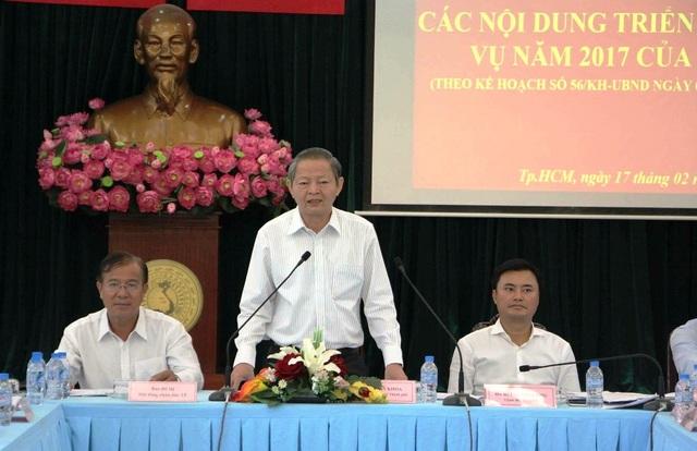 Phó Chủ tịch UBND TPHCM Lê Văn Khoa cho rằng ý tưởng làm barie trên vỉa hè là đúng nhưng cần xem lại cách làm