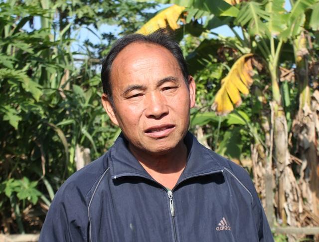 Ông Mùa Vả Phia là một trong ít người Mông ở Na Ngoi xin trả lại giấy chứng nhận hộ nghèo để nhường cơ hội phát triển kinh tế cho các hộ khó khăn hơn.