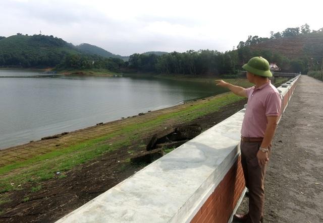 Ông Thịnh chỉ mực nước hồ mới chỉ đạp khoảng 42% công suất thiết kế.