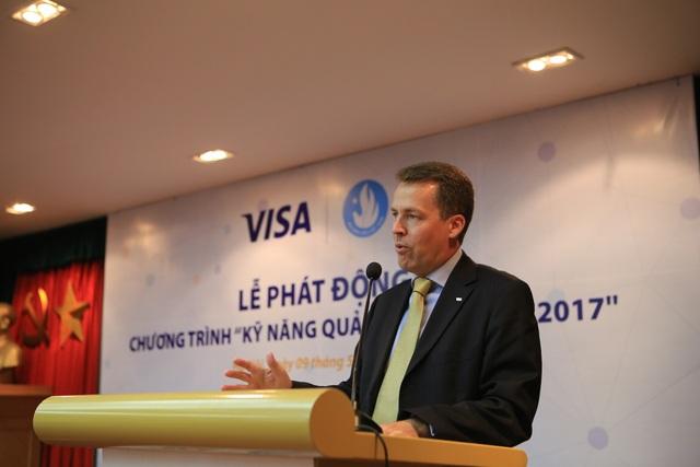 Ông Sean Preston, Giám đốc Visa tại Việt Nam – Lào – Campuchia khẳng định kiến thức quản lý tài chính, kỹ năng lập ngân sách chi tiêu tiết kiệm là một vấn đề rất quan trọng đặc biệt trong một xã hội ngày càng phát triển.