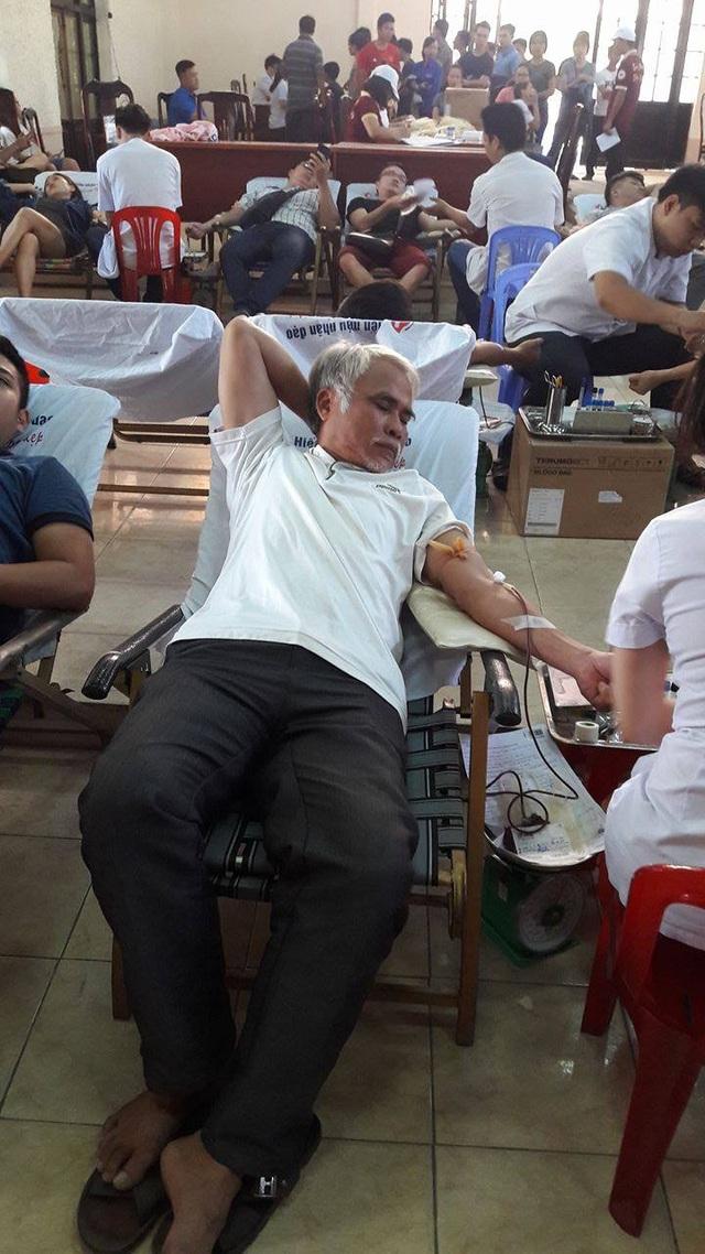 Ông Thành trong một lần tham gia hiến máu cứu người