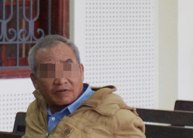Tin lời Dinh, ông T. vay mượn tiền ngân hàng để chạy việc cho con gái để rồi tiền mất, việc làm cũng không có.