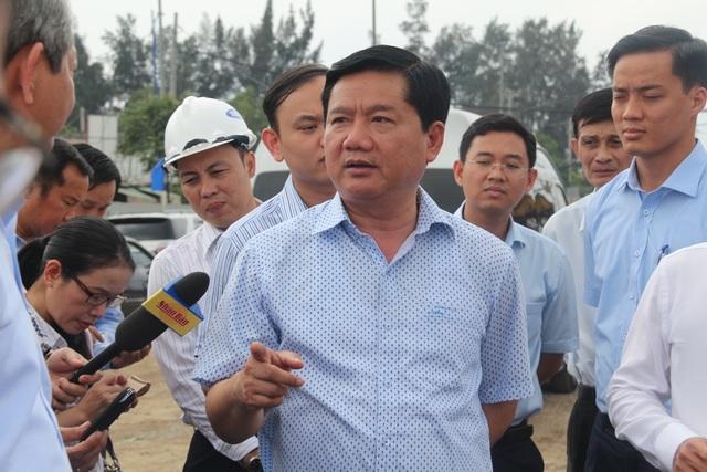 Bí thư Đinh La Thăng yêu cầu tổ chức lại công tác thi công, tăng cường nhân lực, máy móc để sớm hoàn thành công trình