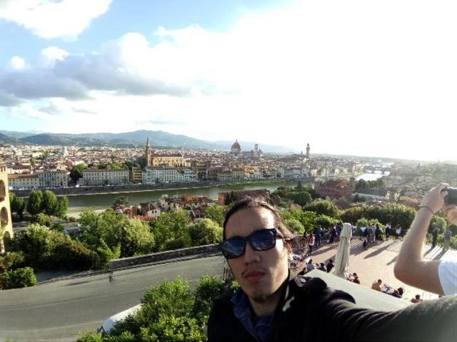 Selfie bằng camera góc rộng … Cảnh mùa thu nước Ý trong bức hình của bạn