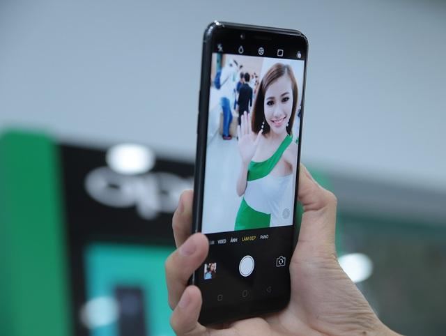 Oppo cho biết, hãng dựa trên nền tảng các kiến thức chuyên gia như nhiếp ảnh và thẩm mĩ và kho dữ liệu khổng lồ, A.I. sẽ nhận diện màu và tình trạng của da, giới tính và tuổi của chủ thể, so sánh với kho cơ sở dữ liệu và tự động cải thiện vẻ đẹp cho từng cá nhân trong khung hình selfie.
