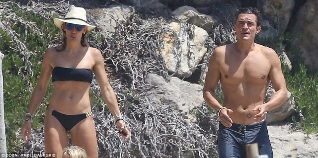 Orlando từng kết hôn với siêu mẫu Miranda Kerr và có với cô một cậu con trai hiện 7 tuổi. Sau khi chia tay với Miranda vào năm 2013, Orlando hò hẹn với nhiều cô gái khác nhau nhưng những mối quan hệ của anh rất ngắn ngủi. Mối quan hệ với Katy Perry là dài hơi nhất trong vòng mấy năm qua đối với nam diễn viên 40 tuổi.