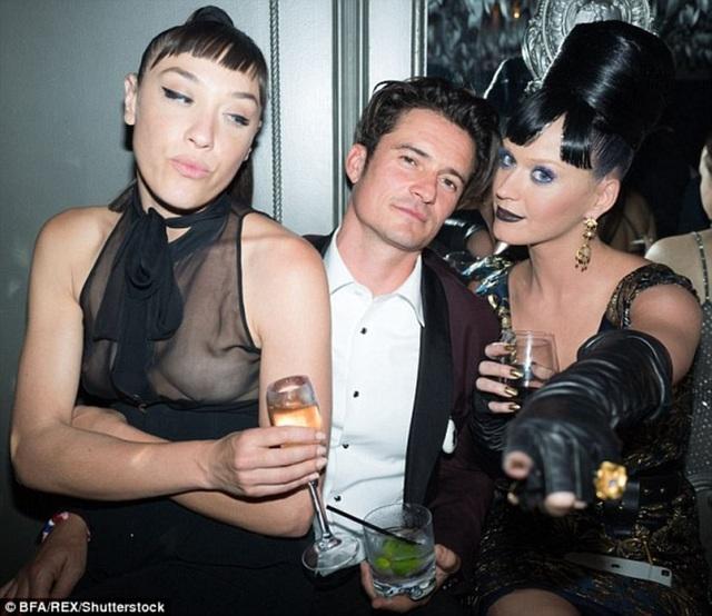 Mia Moretti còn xuất hiện bên Orlando Bloom và Katy Perry trong một vài bữa tiệc khi hai người còn hò hẹn.