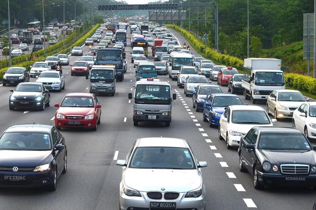 Vì sao giá xe ô tô ở Singapore cao ngất ngưởng? - 1