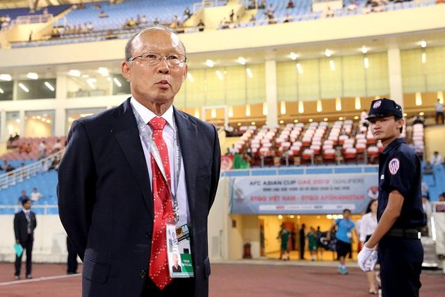 HLV Park Hang Seo chưa để lại dấu ấn trong ngày ra mắt đội tuyển Việt Nam - Ảnh: Gia Hưng