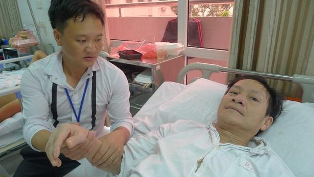 Bác sĩ cho biết bố bị chấn thương cột sống cổ, chật C6,C7 liệt tủy phải mổ với chi phí 65-70 triệu đồng.