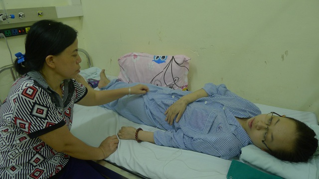 4 năm đi viện vì bệnh tim khiến cho gia đình em Hiền kiệt quệ.