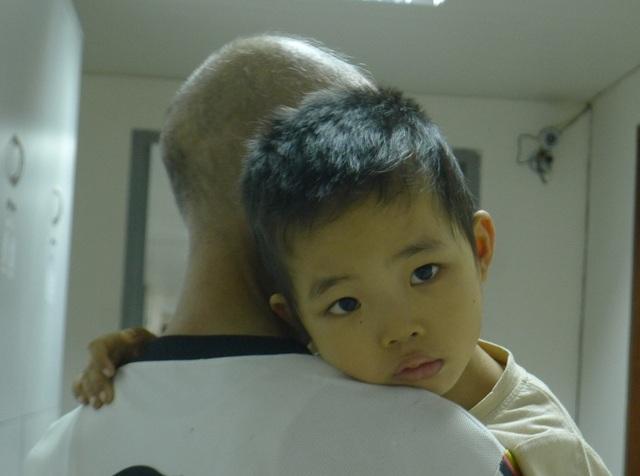 Tính mạng của con trai nhỏ là nỗi trăn trở lớn nhất với người bố này.
