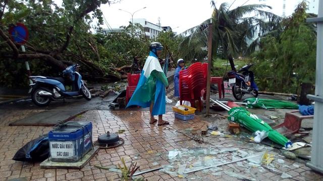 Toàn cảnh hậu quả bão số 12 chưa từng có hơn 20 năm ở Nha Trang - 8