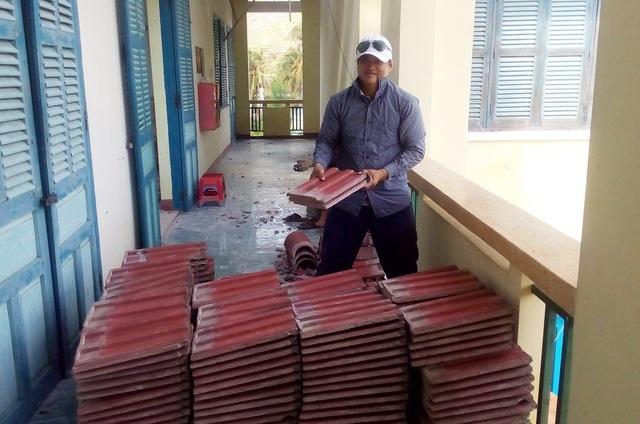 Nhà trường khẩn trương khắc phục sau bão để không ảnh hưởng đến việc dạy học