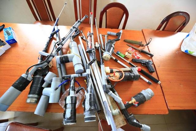 Số vũ khí tự chế cơ quan công an thu giữ trong nhà dân