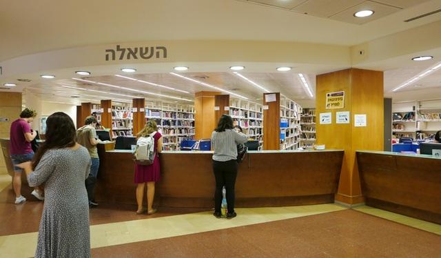 Một góc thư viện của Đại học Hebrew