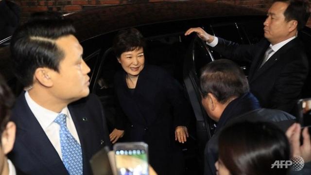 Tổng thống Hàn Quốc bị phế truất Park Geun-hye rời Nhà Xanh để về căn hộ riêng ở phía nam Seoul. (Ảnh: AFP)
