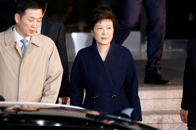 Tổng thống Hàn Quốc bị phế truất Park Geun-hye (phải). Ảnh: Reuters