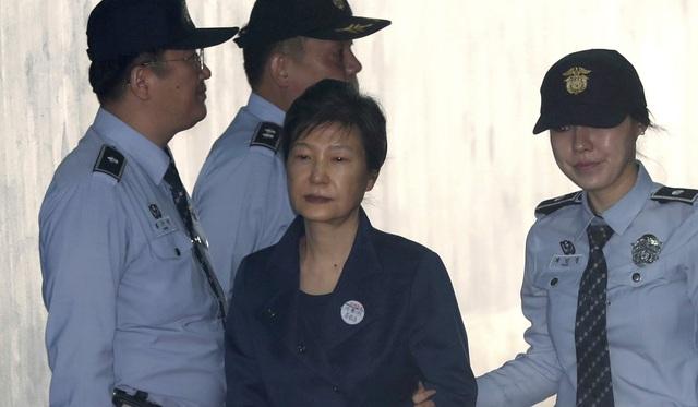 Cựu Tổng thống Hàn Quốc Park Geun-hye tại tòa (Ảnh: AP)