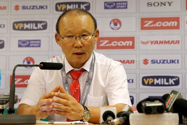 Việc VFF vội vã ấn HLV Park Hang Seo vào ghế HLV đội tuyển quốc gia càng khiến cho áp lực dành cho vị HLV người Hàn Quốc tăng lên (ảnh: Gia Hưng)