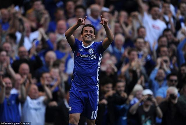 Pedro ăn mừng sau khi ghi bàn