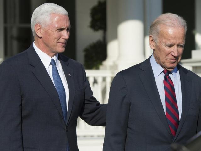 Phó Tổng thống Mỹ Joe Biden (phải) và người kế nhiệm Mike Pence (Ảnh: Getty)