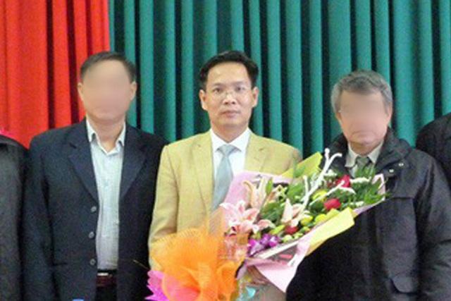 Ông Phan Tiến Diện (giữa) trong ngày bổ nhiệm giữ chức Phó giám đốc sở (Ảnh: Báo Tài nguyên và Môi trường).