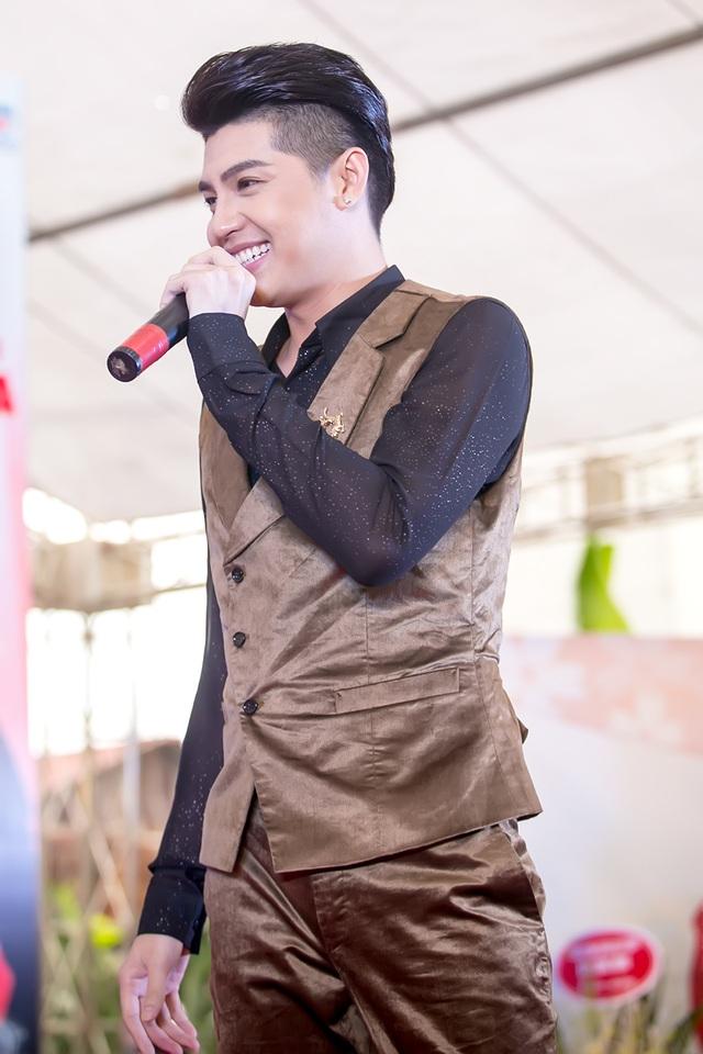 Chương trình có sự tham gia biểu diễn của giám khảo The Voice - ca sĩ Noo Phước Thịnh.