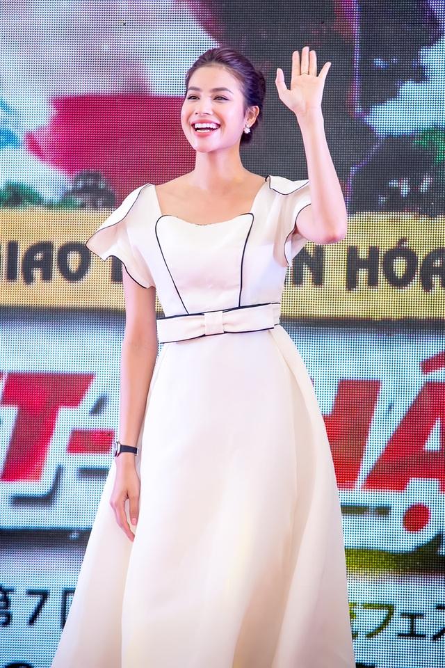 Hoa hậu Hoàn vũ Việt Nam Phạm Hương đã tham dự chương trình Giao lưu văn hoá Việt - Nhật lần 7. Đây là sân chơi giao lưu văn hóa cho các học sinh và sinh viên trên địa bàn thành phố Hà Nội tham gia.