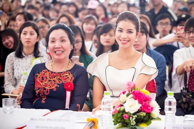 Đây là lần xuất hiện mới nhất của Phạm Hương trước truyền thông.
