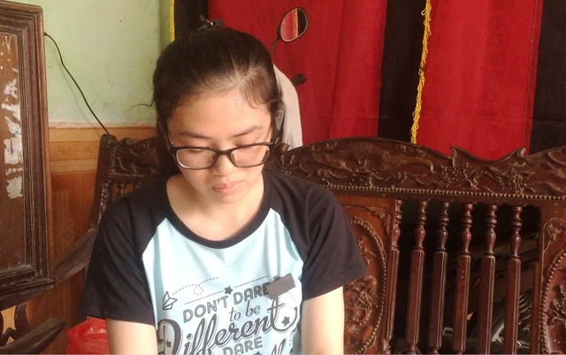 Thu Hà đau buồn và rất sốc trước sự ra đi quá bất ngờ của mẹ mình. Kìm nén nỗi đau, em đã gắng gượng đi thi và đạt điểm cao.