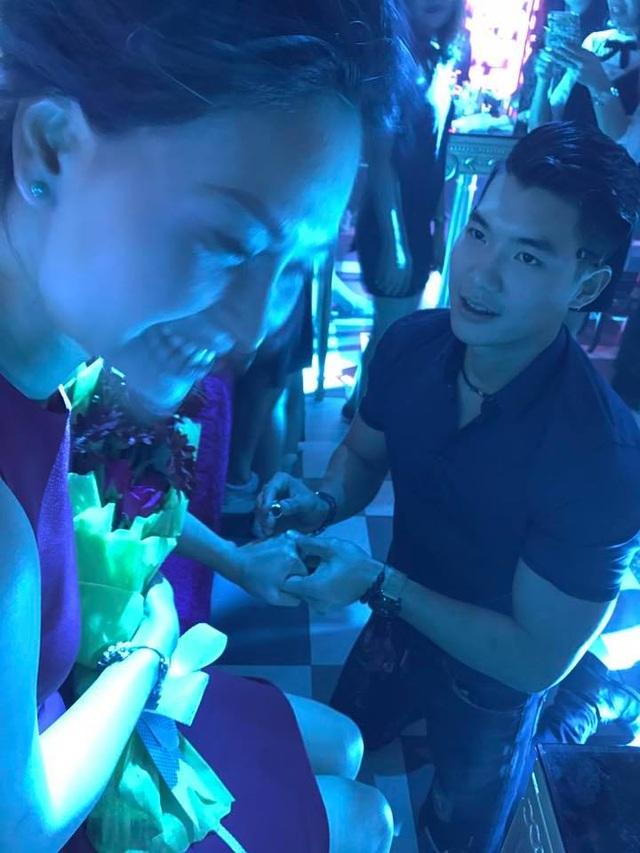 và lần cầu hôn này cũng là cách mà anh muốn bày tỏ cùng bạn gái. Sau hơn 3 năm yêu nhau, Trương Nam Thành muốn gắn bó với Phạm Thùy Linh hơn.