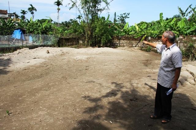 Chiếc ao đã được san lấp để chuẩn bị xây dựng nhà Nhân ái cho gia đình bà Thịnh