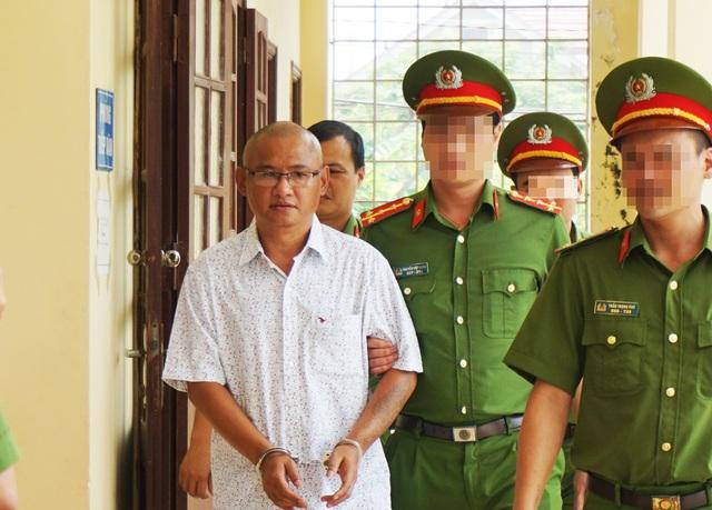 Ông trùm ma túy Phan Đình Tuấn được dẫn giải đến phiên tòa