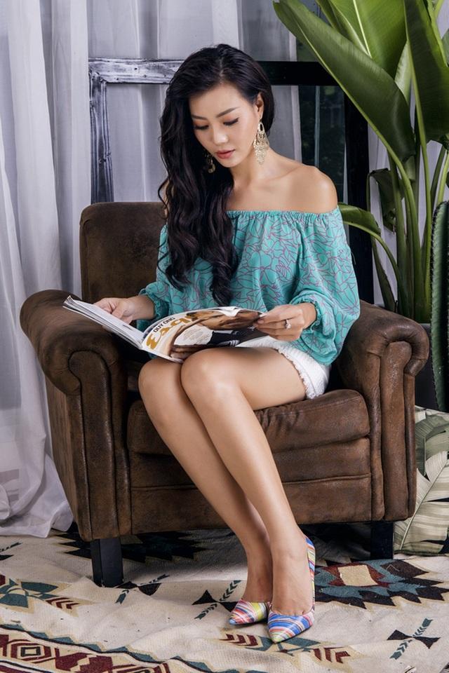 Nữ diễn viên sở hữu chiều cao nổi bật cùng đôi chân dài miên man.