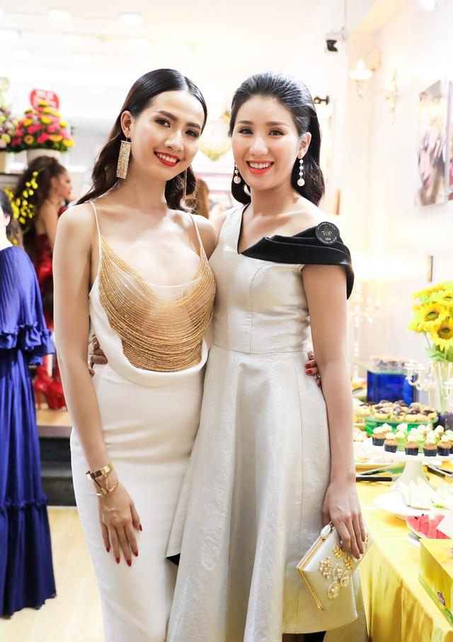 Tại sự kiện, Phan Thị Mơ hội ngộ và đọ dáng cùng Á hậu Bảo Như.
