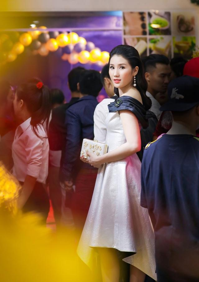 Bên cạnh đó, ngoài việc tích cực học thêm về thanh nhạc thì người đẹp gốc Kiên Giang cũng bỏ nhiều thời gian để học thêm về kỹ thuật biểu diễn để chuẩn bị cho bộ phim điện ảnh đầu tay của cô, cũng như vũ đạo để có thể dành tặng những người yêu mến.