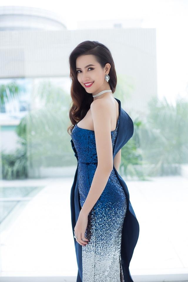 Người đẹp gốc Tiền Giang ưa thích vẻ đẹp tự nhiên nên cách làm tóc và trang điểm cũng rất nhẹ nhàng.