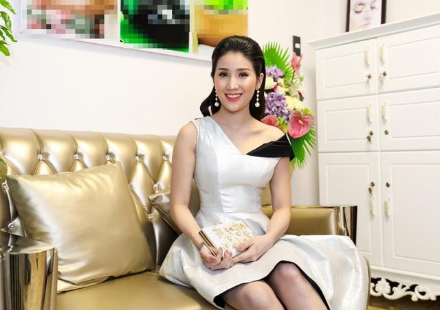 Cô lần lượt xuất hiện tại các sự kiện lớn nhỏ, đồng thời đảm nhận vai trò người mẫu vơ-đét cho nhiều bộ sưu tập thời trang nổi tiếng trong nước.