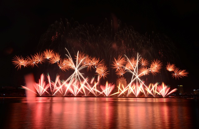 Đêm trình diễn đầu tiên của lễ hội pháo hoa quốc tế dự kiến sẽ dời từ tối 29/4 sang tối 30/4