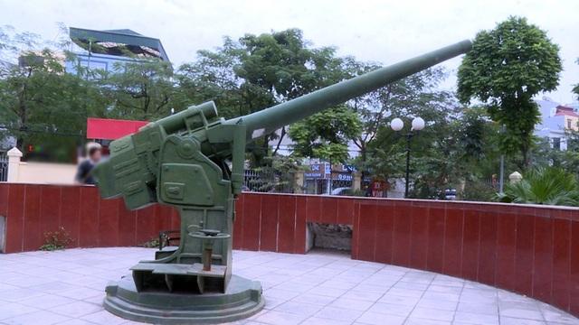 Trong các hạng mục xuống cấp, đáng chú ý là ụ pháo và khẩu pháo đặt trên ụ pháo. Được biết, khẩu pháo được làm bằng đồng nguyên khối sơn xanh.