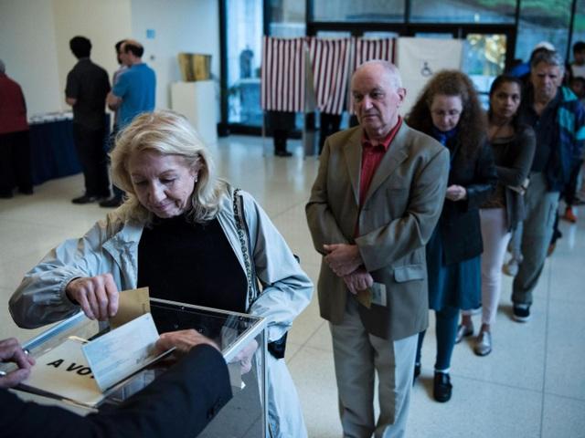 Cử tri Pháp đi bỏ phiếu ngày 23/4. (Ảnh: Getty)