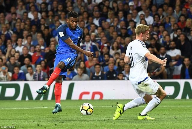 Lemar (trái) thi đấu không ấn tượng sau khi lập cú đúp vào lưới Hà Lan