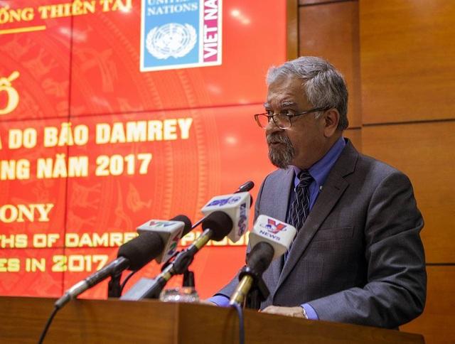 Ông Kamal Malhotra cam kết sẽ tiếp tục đồng hành với Việt Nam để giúp đỡ người dân vùng thiên tai sớm ổn định cuộc sống.