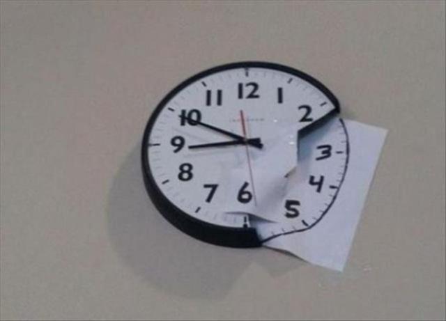 Vừa không mất tiền mua lại đồng hồ, vừa tạo thêm điểm nhấn cho căn phòng.